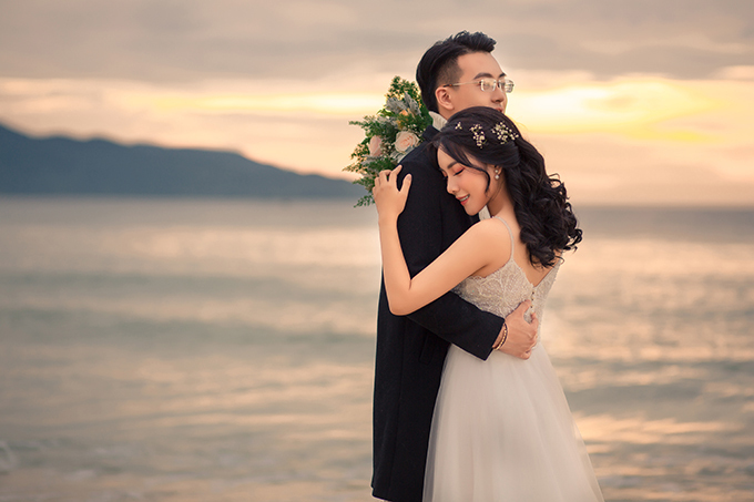 Thông thường, mỗi bộ ảnh cưới sẽ được thực hiện trong thời gian nửa ngày hoặc một ngày nhưng khoảnh khắc bình minh lại không kéo dài lâu.