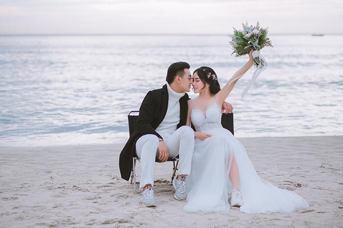 Không gian yên bình của Mỹ Khê cũng được nhiều cô dâu chú rể tin rằng nó giống như điềm lành cho chặng đường chung đôi sắp tới.