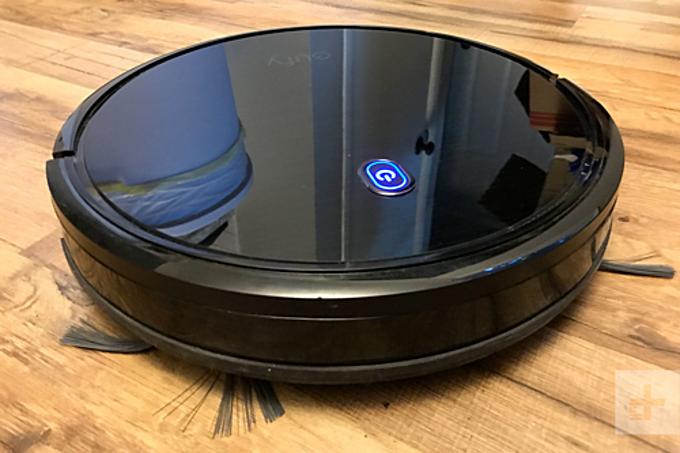 eufy BoostIQ RoboVac 11S được nhiều tạp chí công nghệ đánh giá là mẫu robot hút bụitốt trong năm 2018 với chức năng thông minh tự điều chỉnh lực hút để đạt được sự yên tĩnh khi hoạt động nhưng vẫn đảm bảo việc vệ sinh lau hút hiệu quả. Phần trên RoboVac 11S được làm bằng kính cường lực chống trầy xước mang đến vẻ sang trọng cho robot. Nó có thể hoạt động tối đa 100 phút rồi tự về trạm sạc pin. Giá bán hiện tại là 7,2 triệu đồng.