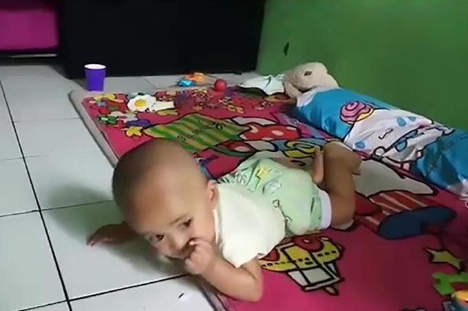 Bé trai Google 8 tháng tuổi ở tỉnh Tây Java, Indonesia. Ảnh: AsiaWire.