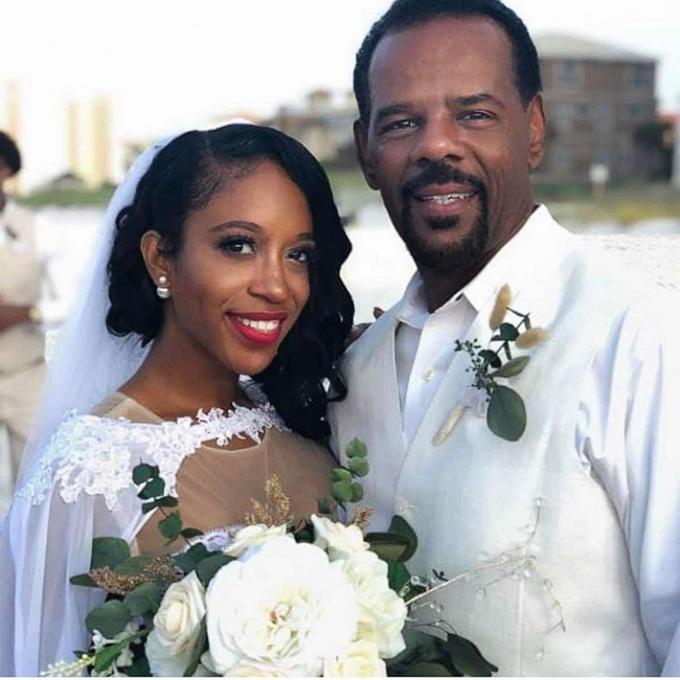 Cô dâu Casme và chú rể Gary.