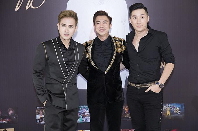 Ca sĩ Nguyên Vũ và người mẫu Nam Phong cũng dự buổitiệc tối 25/6.