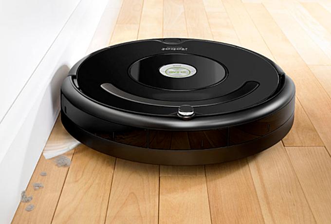 RobotiRobot Roomba 675 có cơ chế làm sạch đặc biệtvới ba giai đoạn: làm ướt, nâng và hút sạch đối với các bề mặt như sàn cứng hoặc thảm bông. Bàn chải được thế kế dạng kép sẽ hoạt động liên tục để làm sạch những lớp bụi nhỏ hoặc các mảnh vụn lớn. Robot được trang bị bộ cảm biến đã được cấp bằng sáng chế để nhận diện ra những nơi có nhiều bụi bẩn được biệt là khu vực người dùng hay bước chân lên. Robot đang được bán với giá 8,2 triệu đồng.
