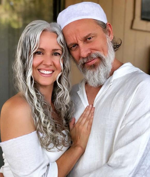 Sarah hiện sống hạnh phúc bên cạnh chồng, Hanan (45 tuổi) ở Sedona, bang Arizona, Mỹ. Ảnh:MDWfeatures.