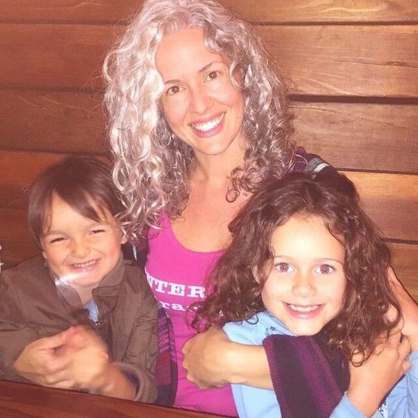 Sarah và hai con ở Sedona, Arizona, Mỹ. Ảnh:MDWfeatures.