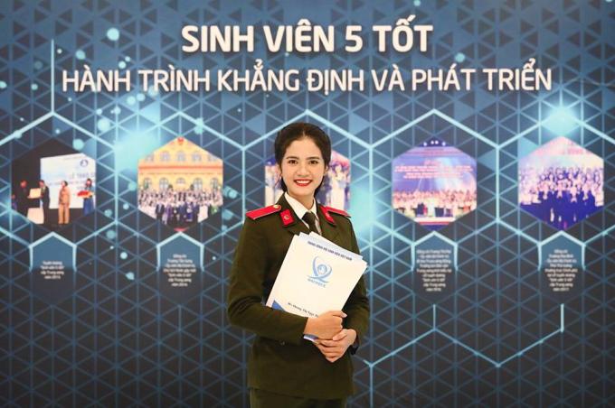 Dương Ngọc Thoa đến từ Sóc Trăng mang một vẻ đẹp sắc xảo và trưởng thành. Cô là thí sinh được yêu thích nhất với lượt bình chọn cao trên fanpage Miss World Vietnam 2019,