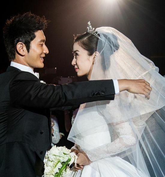Huỳnh Hiểu Minh và Angelababy tại hôn lễ.