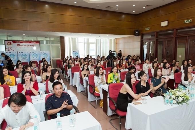 Trước đó, khu vực miền Nam đã chọn được 20 thí sinh vào chung kết. Người đẹp đăng quang sẽ có cơ hội đại diện Việt Nam dự thi Hoa hậu Thế giới 2019 vào tháng 12.