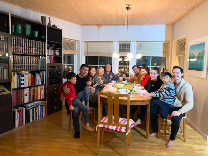 Tháng 12/2018, gia đình Kim Lý và gia đình Hà Hồ hội ngộ tại Thụy Điển. Subeo - con trai riêng của Hà Hồ và doanh nhân Cường Đôla - ngồi ngoan ngoãn trong lòng người yêu của mẹ. Gia đình hai bên ủng hộ chuyện tình cảm của cặp đôi. Kim Lý từng chia sẻ:  Bố mẹ tôi có tư tưởng cởi mở. Họ nghĩ Hà là một phụ nữ tuyệt vời. Mà thực tế đúng là vậy.