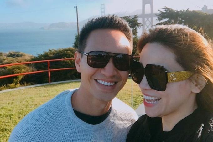 Tối 27/6, Kim Lý đăng tải bức ảnh bên Hồ Ngọc Hà, bày tỏ tình cảm dành cho bạn gái nhân kỷ niệm hai năm họ yêu nhau. Kim Lý tiết lộ tấm hình được chụp trong chuyến du lịch đầu tiên họ đi với nhau hai năm trước ở San Francisco (California - Mỹ). Họ bén duyên từ khi Kim Lý tham gia diễn xuất trong MV Cả một trời thương nhớ của Hồ Ngọc Hà.