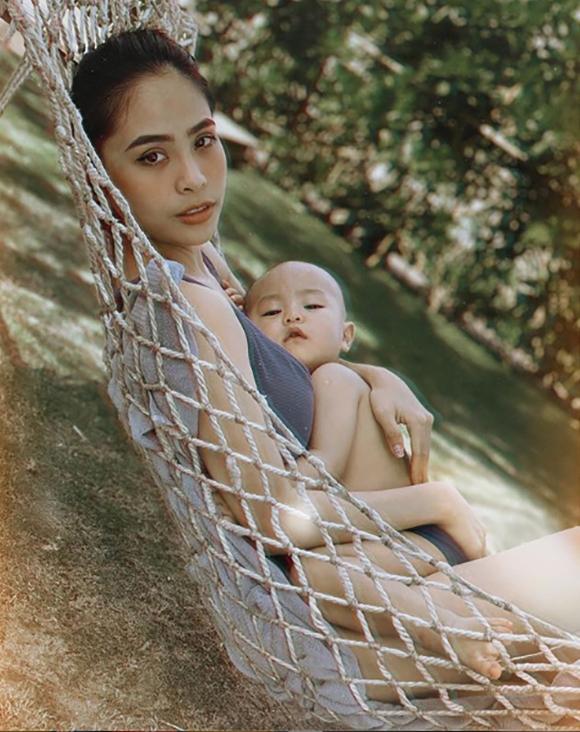 Trên trang cá nhân, Kiều Anh nhận vô số lời khen cho vóc dáng nuột nà dù đã là làm mẹ.
