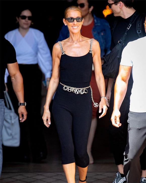 Celine Dion diện cả cây Chanel từ đầu tới chân ra phố hôm 27/6.