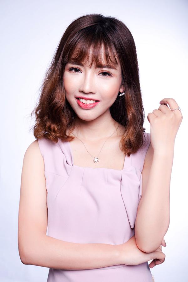 Cao ThịOanhnở nụ cười rạng rỡ, tự tin nắm bắt cơ hội mới sau phẫu thuật.