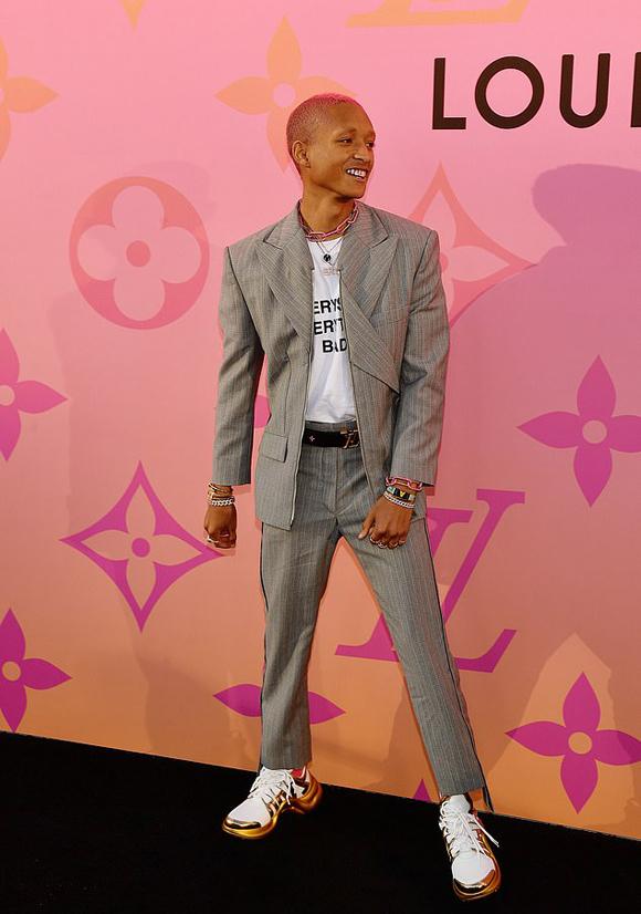 Ngoại hình của Jaden Smith đổi thay nhiều so với thời đóng The Karate Kid cùng Thành Long năm 2010.