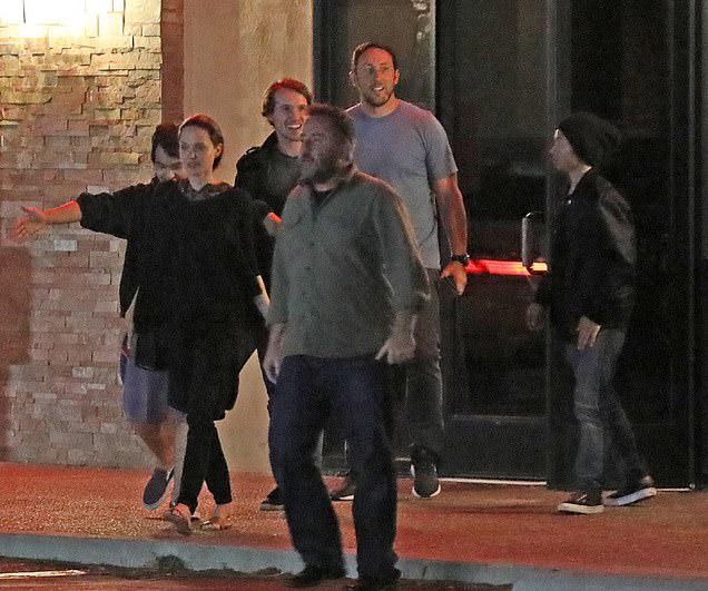 Vì các con cũng cần có thời gian bên bố (tài tử Brad Pitt) nên được phân chia ở giữa hai nơi New Mexico và Los Angeles. Sắp tới, Angelina còn bận rộn với nhiều dự án phim khác như The One and Only Ivan (làm diễn viên và nhà sản xuất), Come Away (diễn viên và sản xuất), Bright Path: The Jim Thorpe Story (sản xuất) và The Kept (diễn viên và sản xuất).