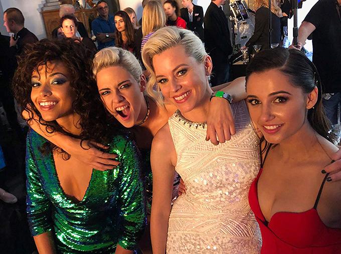 Từ trái qua: Ella Balinska, Kristen Stewart, Elizabeth Banks và Naomi Scott.