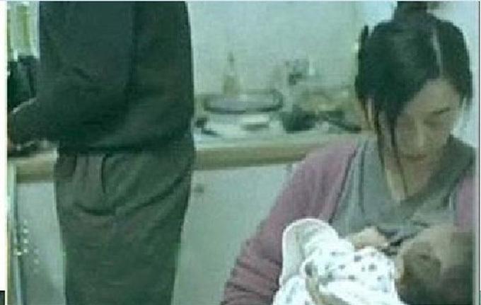 Đầu tháng 3/2018, hình ảnh Phạm Băng Băng cho con bú lan truyền trên mạng xã hội. Một số blogger khẳng định nữ diễn viên làm mẹ từ năm 19 tuổi, đứa bé là kết quả của cuộc tình chóng vánh giữa cô và ngôi sao võ thuật lớn tuổi Hồng Kim Bảo. Tuy nhiên, các fan đã chứng minh, đây là hình ảnh trích ra từ phim Lạc lối ở Bắc Kinh của Phạm Băng Băng. Những người dựng chuyện vu khống cô sau đó đã phải hầu tòa.