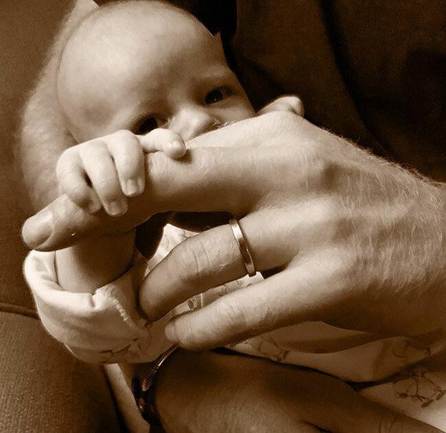Bức ảnh bé Archie - con trai của vợ chồng Harry và Meghan - được đăng vào Ngày của Bố, 16/6. Ảnh: Instagram.