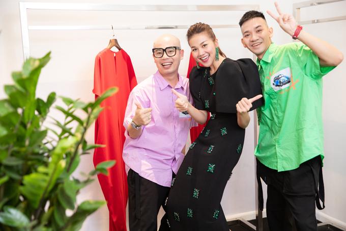 Tối 27/6, Thanh Hằng đã có buổi thử trang phục cùng hai nhà thiết kế Vũ Ngọc & Son cho show diễn Lãng du.