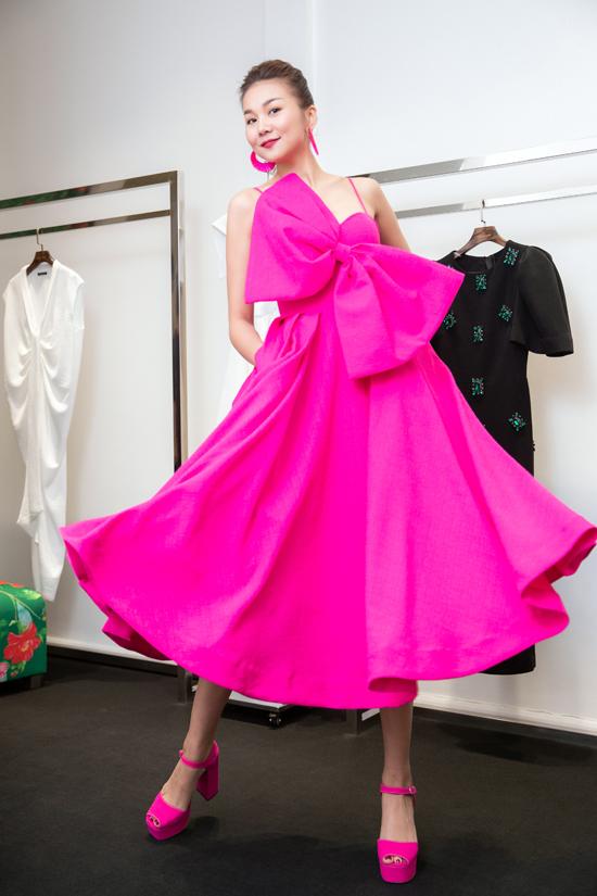 Sau khi để lỡ nhiều fashion show hoành tráng do phải tham gia đóng phim, đây là dịp Thanh Hằng tái ngộ với khán giả yêu thời trang trong nước.