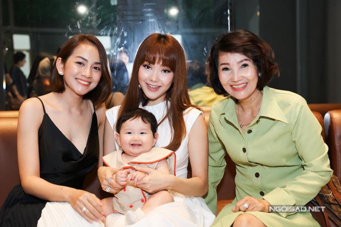 Gia đình của Minh Hằng cũng xuất hiện tại chương trình.