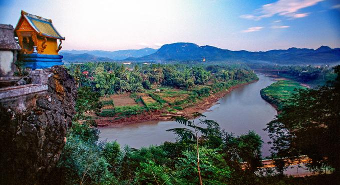 Dòng Mekong tặng mảnh đất Làonhững nguồn lợi dạt dào.