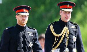 Nữ hoàng buồn vì mâu thuẫn giữa William - Harry nhưng không can thiệp