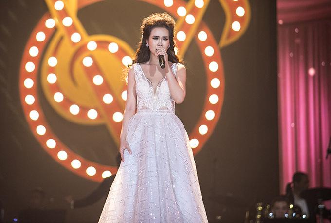 Cô được khán giả thán phục, ủng hộ nhiệt tình nhờ giọng hát cao vút, đầy nội lực, kỹ thuật thanh nhạc chắc chắn.