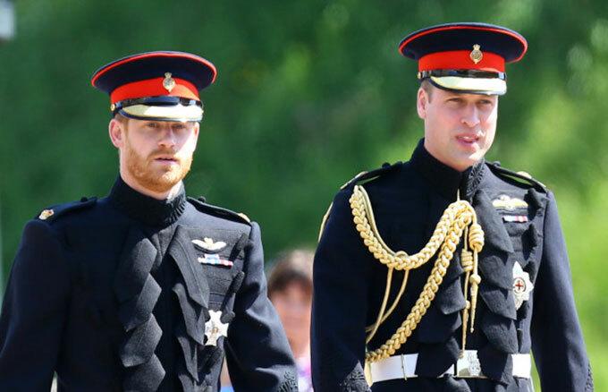 Hoàng tử Harry (trái) và Hoàng tử William (phải) là con trai của Thái tử Charles - con cả của Nữ hoàng Elizabeth II. Ảnh: UK Press.