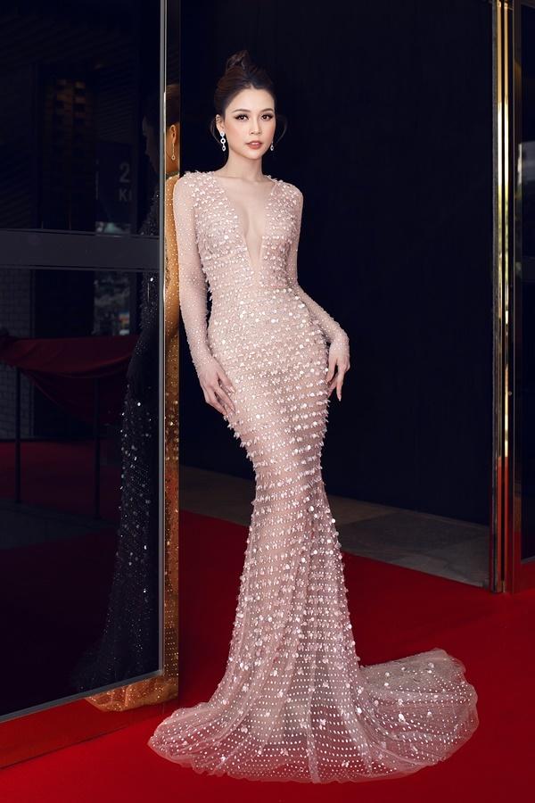 Trong khuôn khổ buổi giao lưu, cô đảm nhận vai trò giám khảo cuộc thi Korea - Vietnam Fashion Festival Awards.