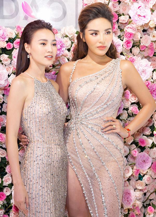 Diễn viên Gái già lắm chiêu thấp hơn Hoa hậu Việt Nam 2014 nhưng không hề kém cạnh về nhan sắc và độ gợi cảm.