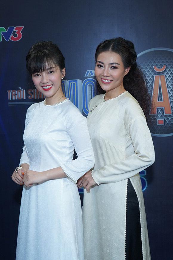 Huấn luyện viên Đinh Hương và học trò Thanh Hương tại hậu trường tập 10 Trời sinh một cặp.