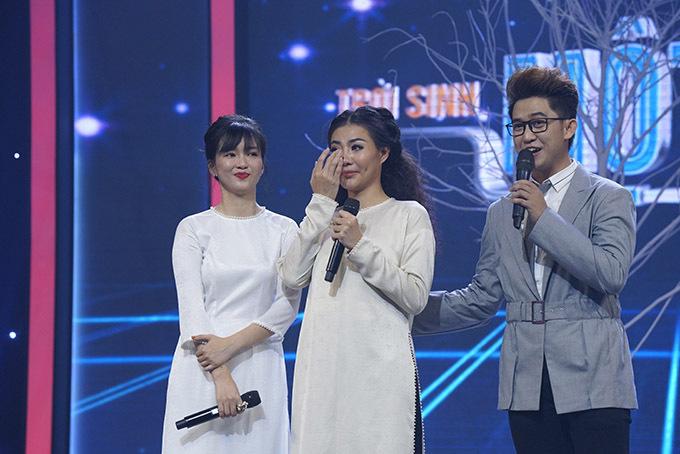 Thanh Hương rơi nước mắt sau khi hoàn thành phần trình diễn và nghe nhận xét của giám khảo.