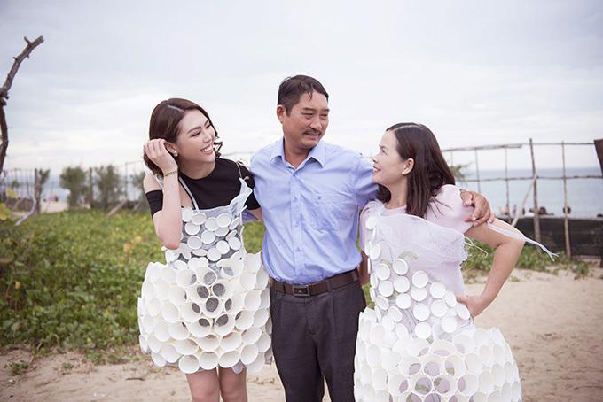 Bố của Tường Linh cũng có mặt tại Phú Yên để tháp tùng 2 mẹ con cô dự sự kiện này.