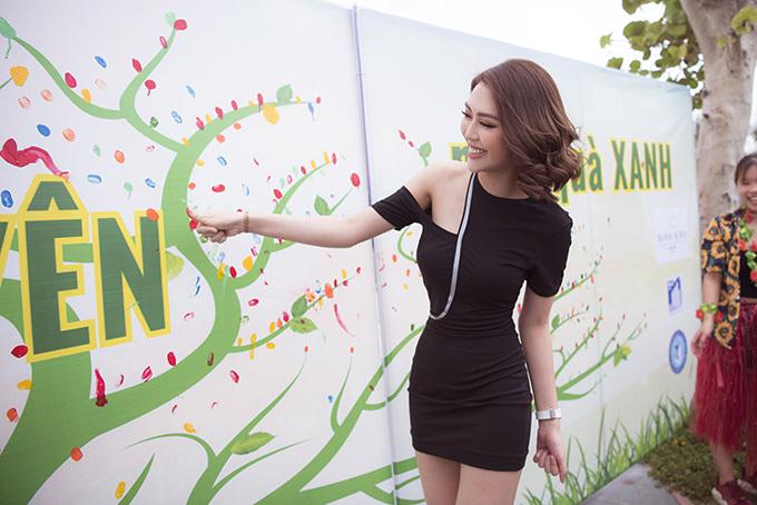 Chiều 29/6, Hoa hậu Tường Linh có mặt tại một hoạt động kêu gọi bảo vệ môi trường do các bạn sinh viên tổ chức tại quê nhà. Đây là chương trình nằm trong khuôn khổ chuỗi hoạt động chào mừng kỷ niệm 30 năm tái thành lập tỉnh Phú Yên.