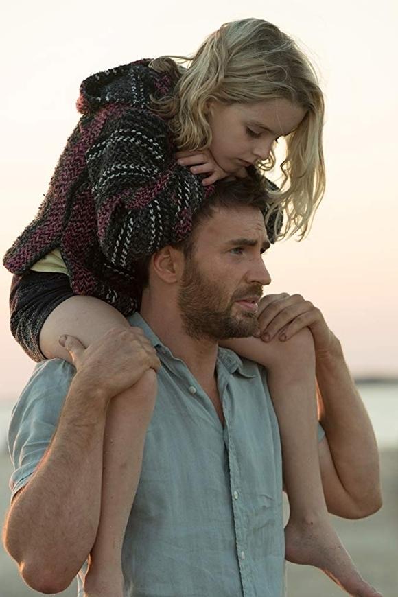 Trong phim, Chris Evans đóng vai cậu ruột kiêm cha nuôi của Mary. Anh và Mckenna Grace thân thiết từ trong phim tới ngoài đời. Anh khen ngợi cô bé là một thiên thần lan tỏanguồn năng lượng tích cực cho đoàn phim, luôn hiếu động trên phim trường.