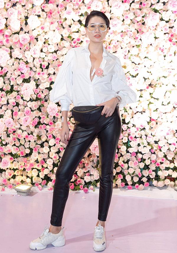 Cựu người mẫu Trang Trần mặc đơn giản, năng động đi sự kiện.