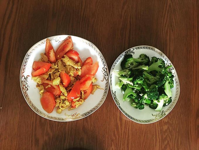 Ăn nhiều rau xanh giúp nhanh no bụng, hạn chế cảm giác thèm ăn.