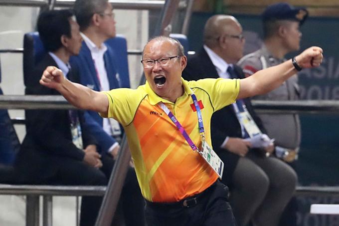 Niềm vui của HLV Park khi Việt Nam chiến thắng.