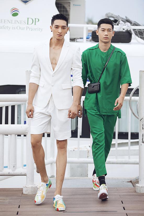 Các thiết kế dành cho nam giới, với loạt áo vết kết hợp quần sọt, áo oversize tạo cạm giác thoải mái khỏe khoắn cho các chàng trai mùa hè.