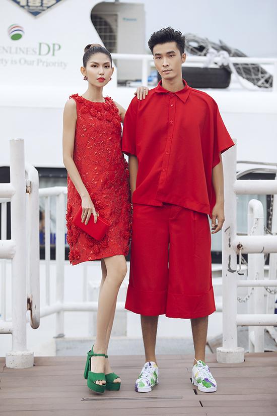 Những tông màu bắt mắt được sử dụng cho cả trang phục của nam và nữ.