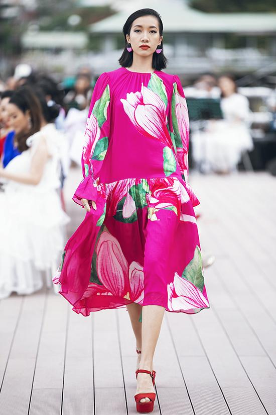 Qua bộ sưu tập này, hai nhà thiết kế muốn khẳng định,mọi sắc màu có thể phối hợp cùng nhau khi liên tục biến hoá ấn tượng với các kích cỡ hoa mộc lan khác nhau.