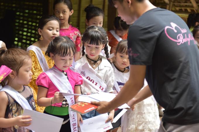Ban tổ chức mong muốn với những điều học được tại đây, các thí sinh nhí sẽ hiểu rõ hơn về đất nước và con người Việt Nam để thêm yêu hơn quê hương mình. Cuối buổi, các em lần lượt bốc thăm câu hỏi cho phần thi Tìm hiểu văn hóa Việt Nam. Đêm chung kết cuộc thi Miss Baby Việt Nam 2019 sẽ diễn ra vào 20h, ngày 30/6, tại nhà hát Star Galaxy và được truyền hình trực tiếp trên kênh Gia đình và trẻ em Kids & Family TV VTC11.