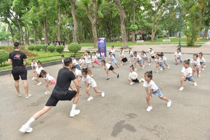Buổi chiều cùng ngày, các em tham gia phần thi thể thao tại khuôn viên của Công viên Thống Nhất. Các thí sinh nhí được chia theo bảng lứa tuổi và chạy với cự ly 50m, 60m và 70m. Kết quả chung cuộc của phần thi Thể thao, thí sinh mang số báo danh 067 - Hồng Bảo Ngọc giành chiến thắng.