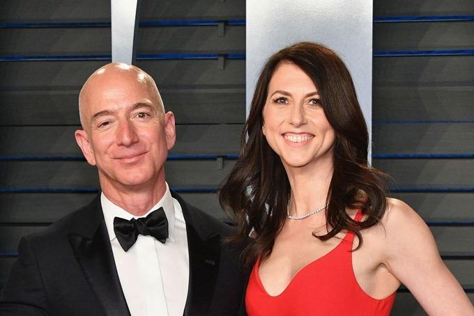 Vợ chồng Jeff Bezos thời mặn nồng. Ảnh: Bloomberg.