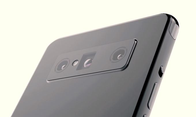 Ba camera gồm một ống kính thường, một ống kính góc siêu rộng và một ống kính tiềm vọng.