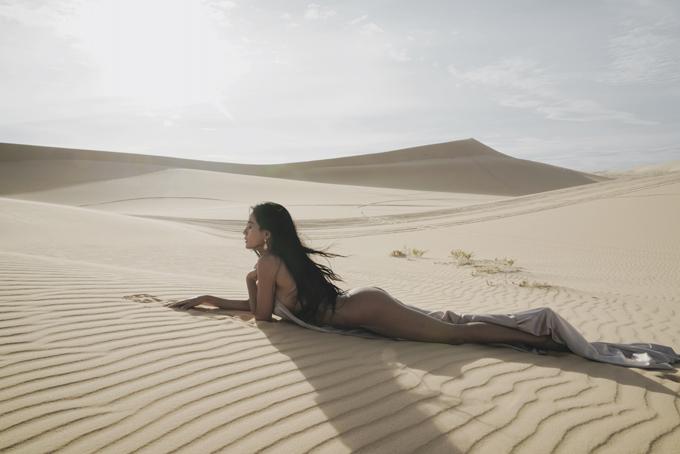 Nhờ vào quá trình chăm chỉ rèn luyện thể dục, thể thao nên người mẫu luôn tự tin với hình thể đồng hồ cát của mình.