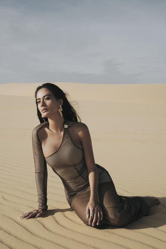 Theo đuổi phong cách sexy, chính vì thế Như Vân dễ dàng thể hiện những xu hướng cut out táo bạo, váy xuyên thấu thịnh hành trên thế giới.