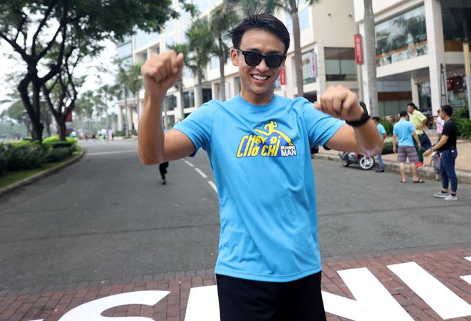 MC Quang Bảo vốn yêu thể thao cũng không bỏ lỡ hoạt động bổ ích này. Anh giành giải khuyến khích sau khi hoàn thành đường chạy Run For Run.