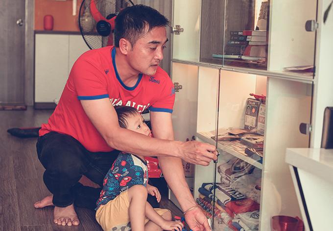 HLV Nguyễn Đức Thắng tại nhà riêng ở Hà Nội. Ảnh: Đương Phạm.